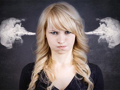 Stress Frau der Rauch aus den Ohren kommt